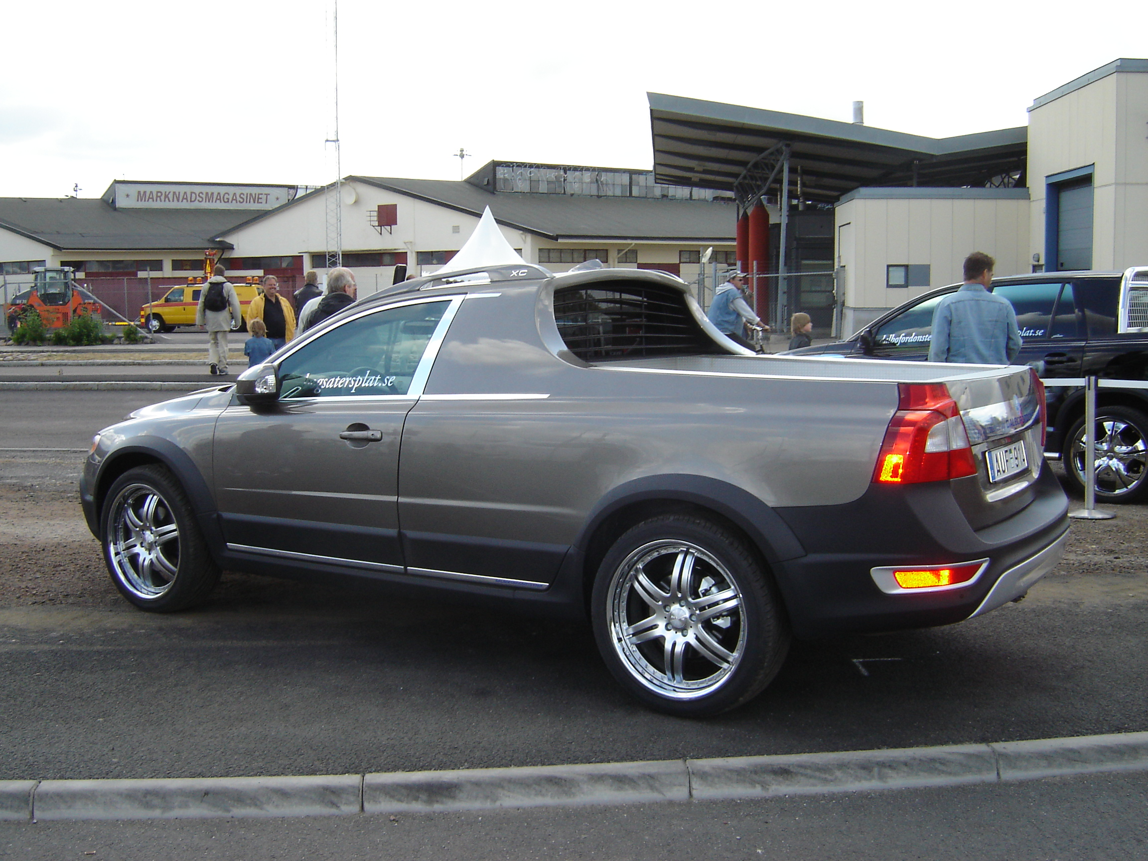 File:Volvo XC 70 Pick Up (2592380367).jpg - Wikimedia Commons