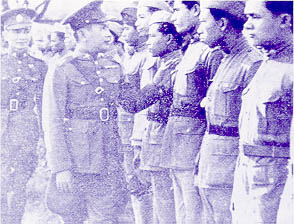 Prime Minister Phibunsongkhram inspecting troops during the Franco Thai War. cch`mphlp. phibuulsngkhraam ainpii 2484.jpg