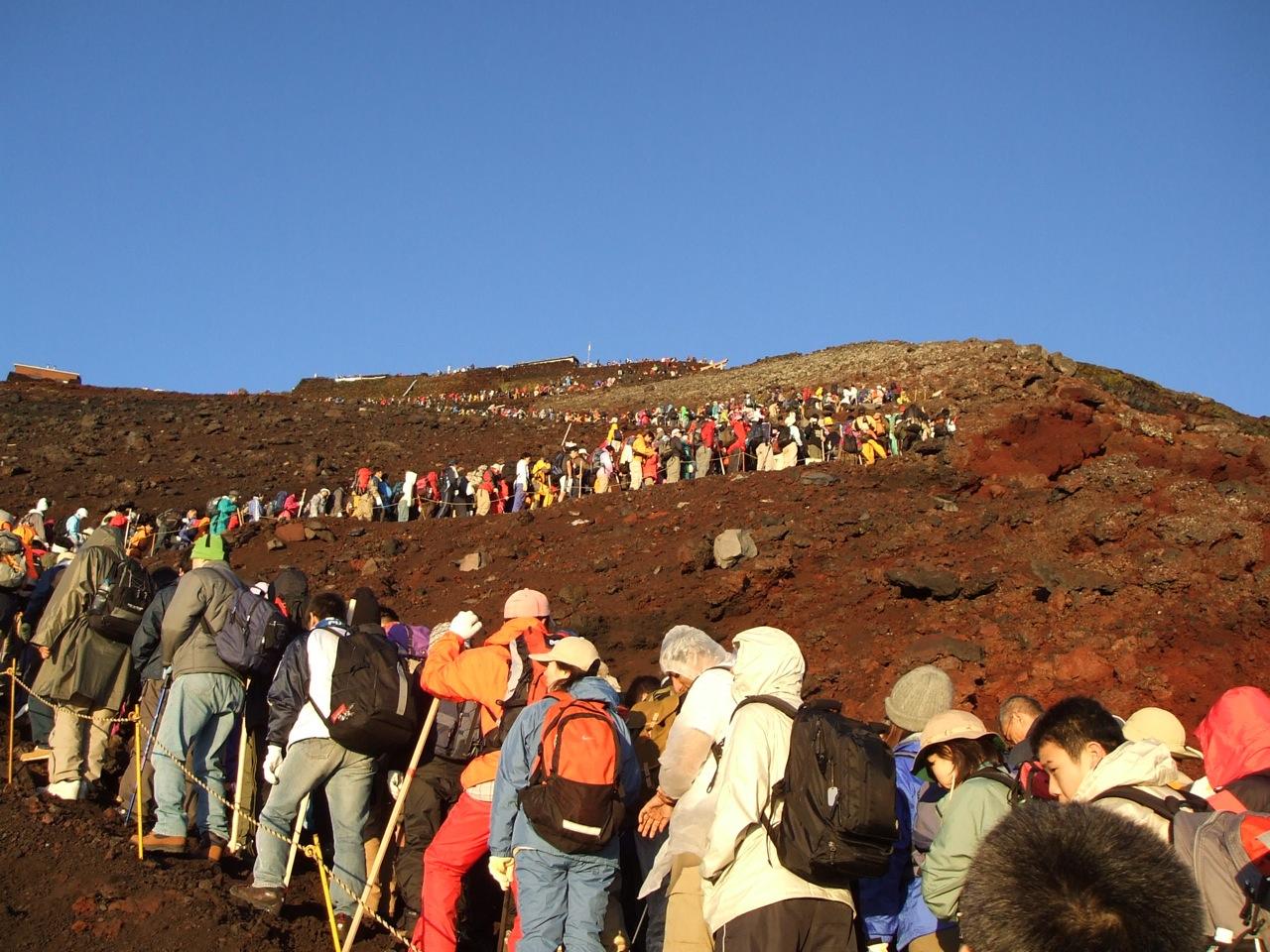 βファイル:行列富士登山.jpg
