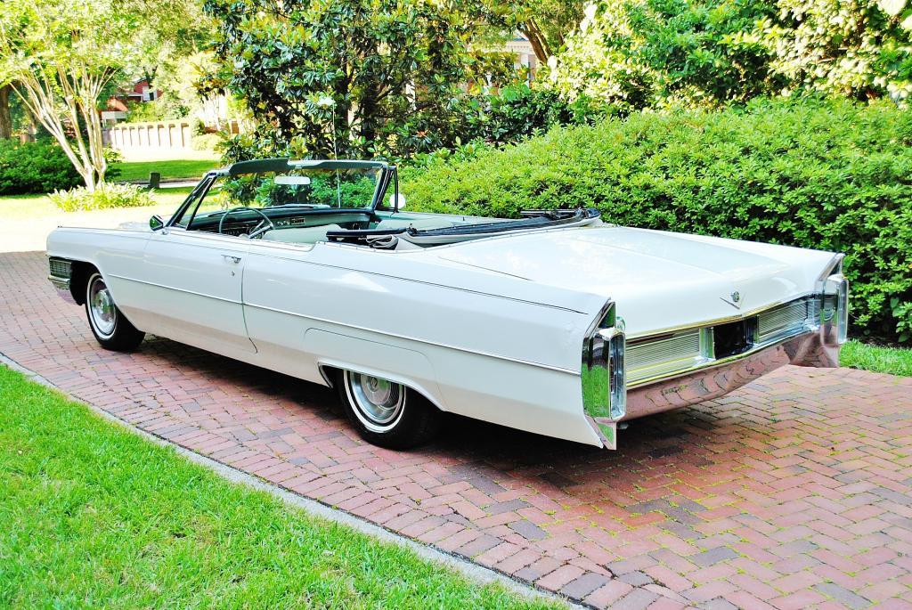File:1965 Cadillac Deville convertible rvl.jpg - Wikimedia Commons