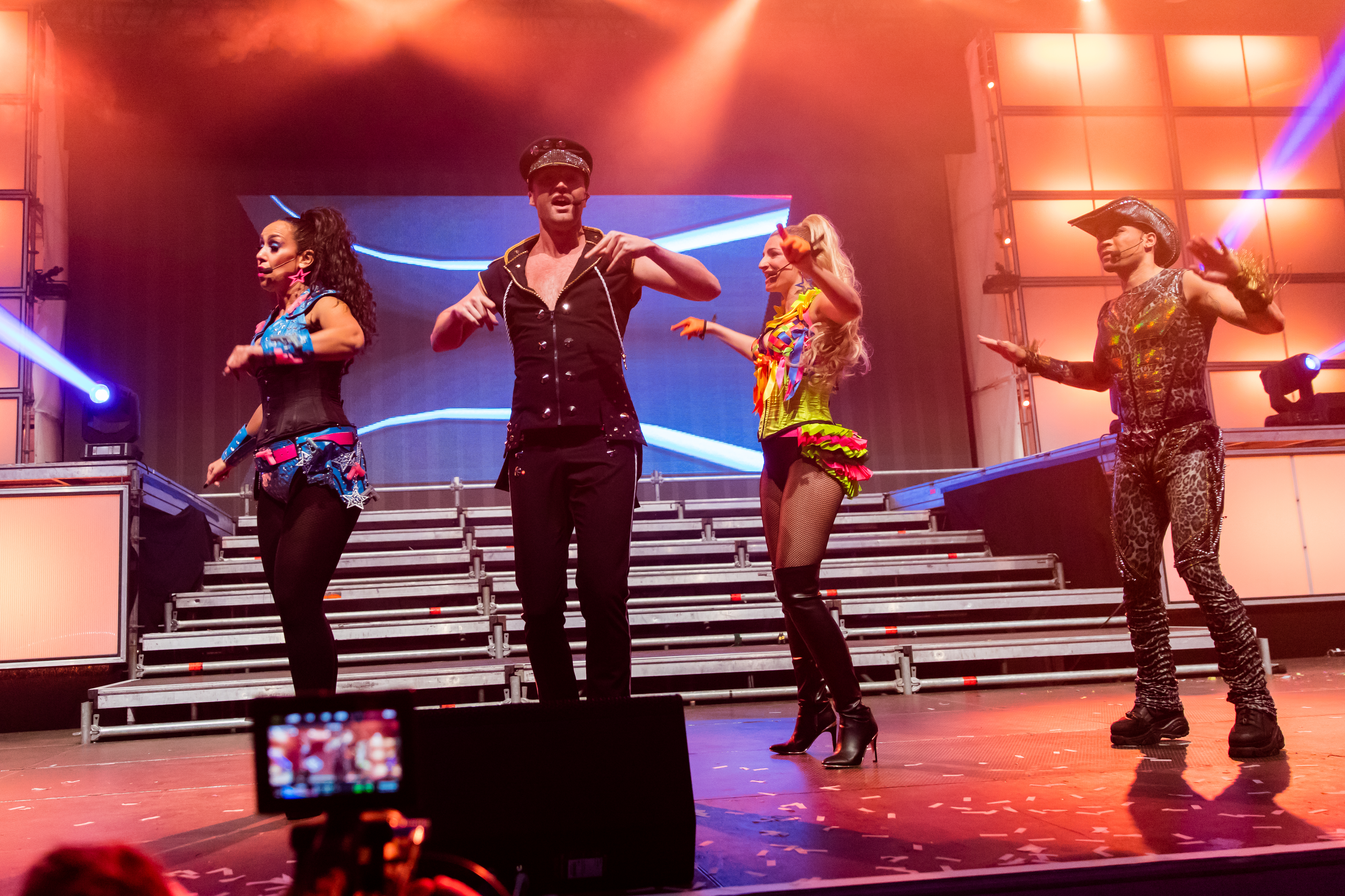 "2015-11-28 Sunshine Live - Die 90er Live on Stage - Sven - 5DS R - 0501 - 5DSR3618 mod.jpg Vengaboys during sunshine live ""Die 90er - Live on Stage"" at Maimarkt"