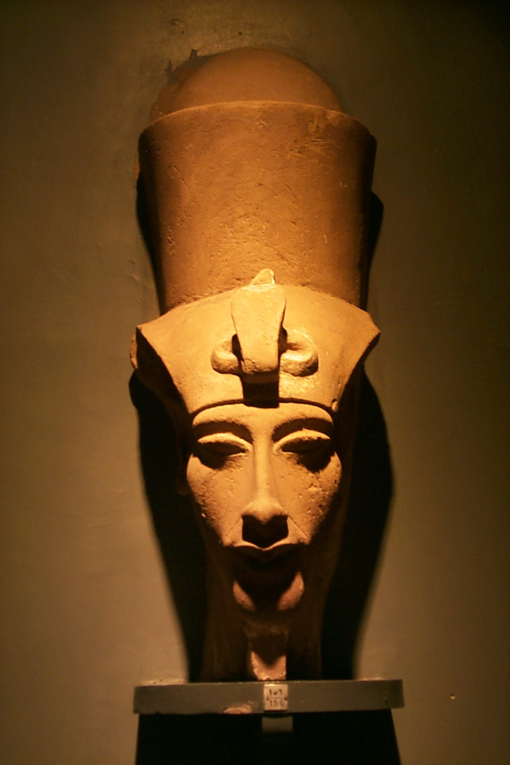an analysis of akhenaten Egyptian pharaoh akhenaten statue sculpture this seated figure in the louvre is among the most outstanding sculptural achievements of the period original: state museums berlin - prussian cultural heritage.