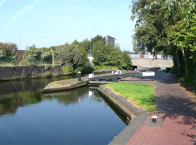 Aston Locks No 15, Birmingham and Fazeley Canal - geograph.org.uk - 994719
