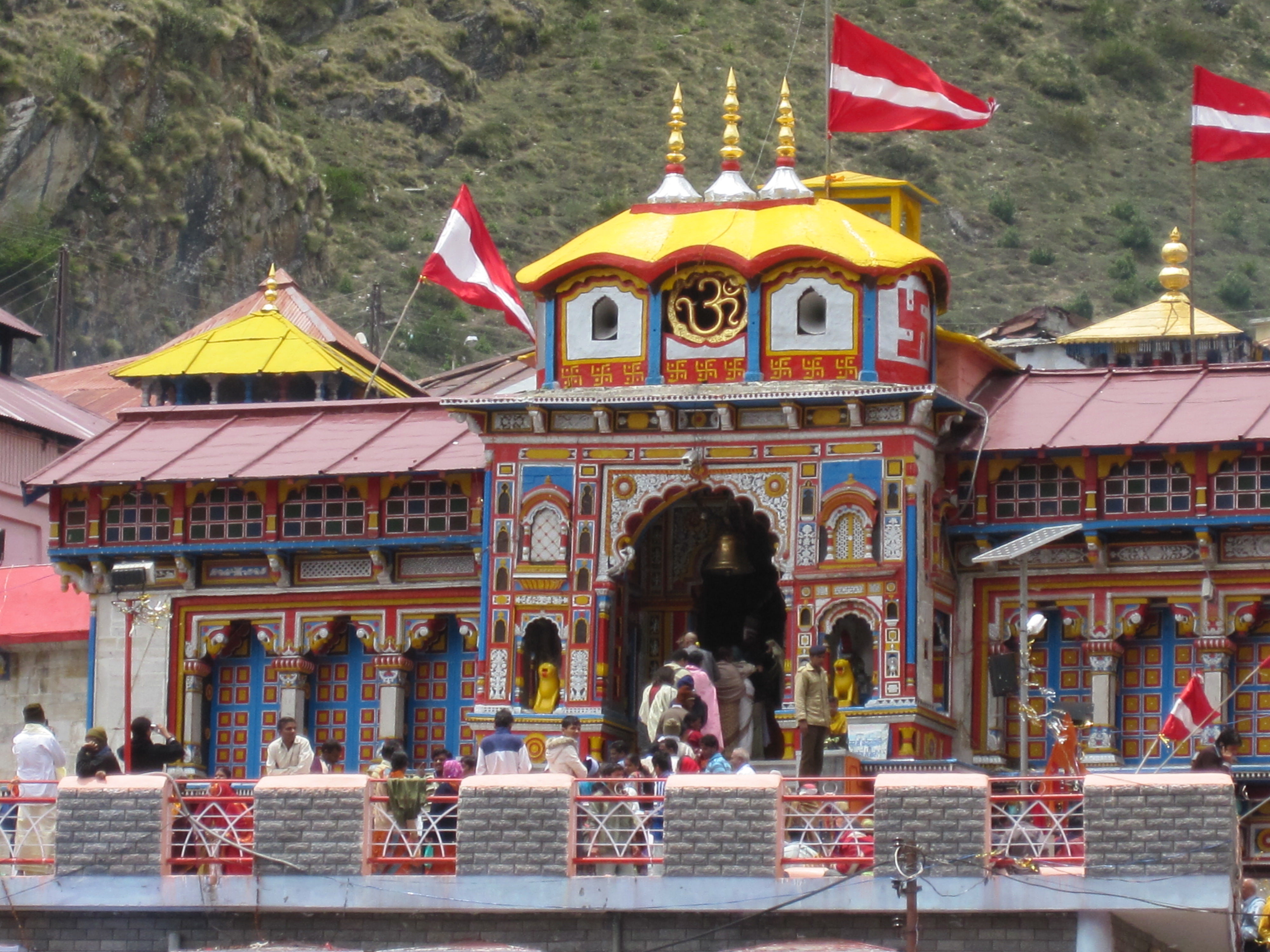 File:Badrinath Temple , Uttarakhand.jpg - Wikimedia Commons