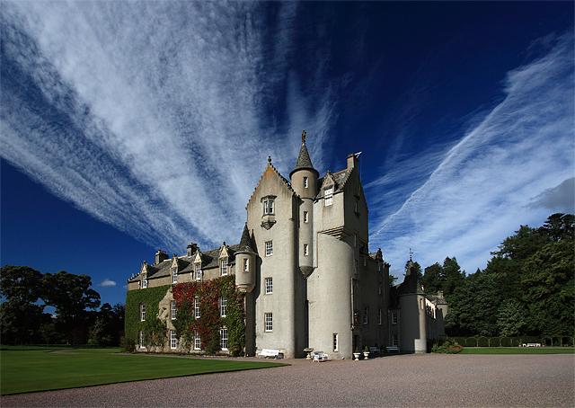 File:Ballindalloch Castle - geograph.org.uk - 968658.jpg