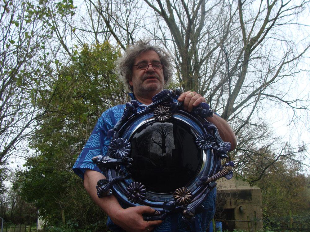 File bernard heesen met zwarte wikimedia commons for Zwarte spiegel