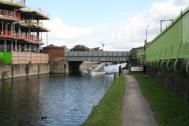 Bow Common Lane bridge over Limehouse Cut - geograph.org.uk - 949702