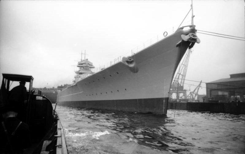 Cuirassé Bismarck au 1/200 - Trumpeter Bundesarchiv_Bild_101II-MN-1361-16A,_Schlachtschiff_Bismarck,_Indienststellung