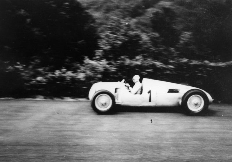 Bundesarchiv Bild 146-1989-015-35A, Nürburgring, Bernd Rosemeyer in Rennwagen (cropped)
