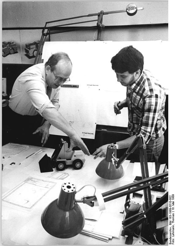 Bundesarchiv Bild 183-1989-0510-002, Hall-Saale, kubanischer Gaststudent.jpg