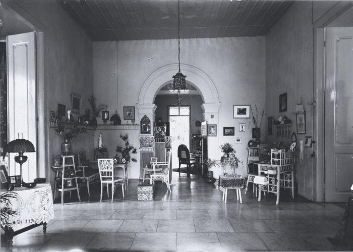 filecollectie tropenmuseum interieur van een galerij in een huis nederlands indi tmnr 60026624