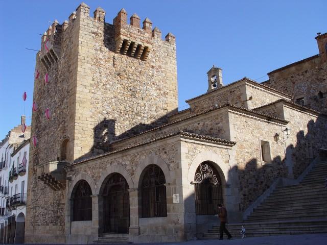 File:Caceres torre de Bujaco ermita de la Paz.jpg