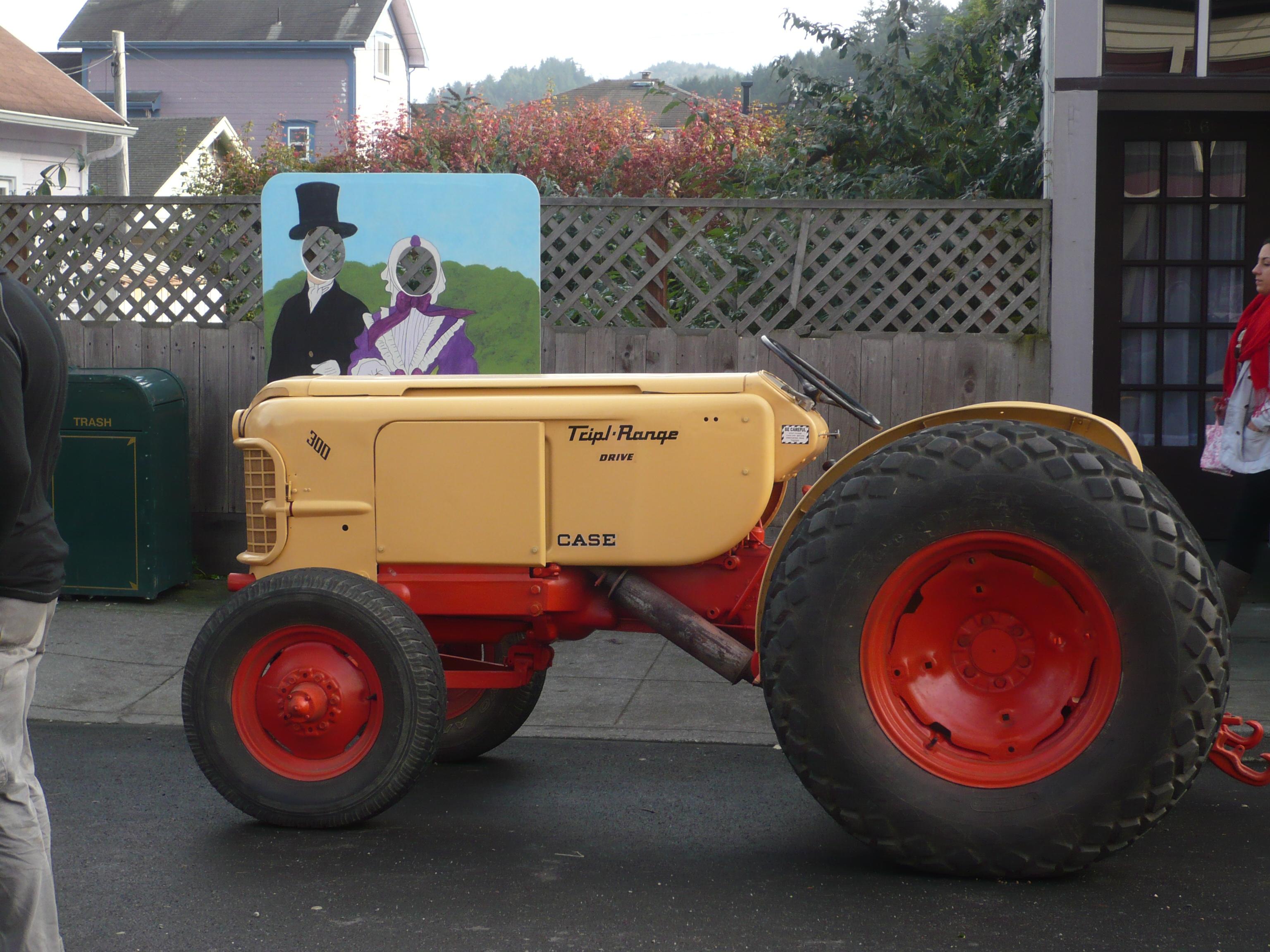 File case tractor 300 yellow jpg wikimedia commons for 300 case piedi quadrati