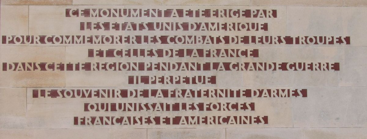 Dedication text in French on the Château-Thierry American Monument.