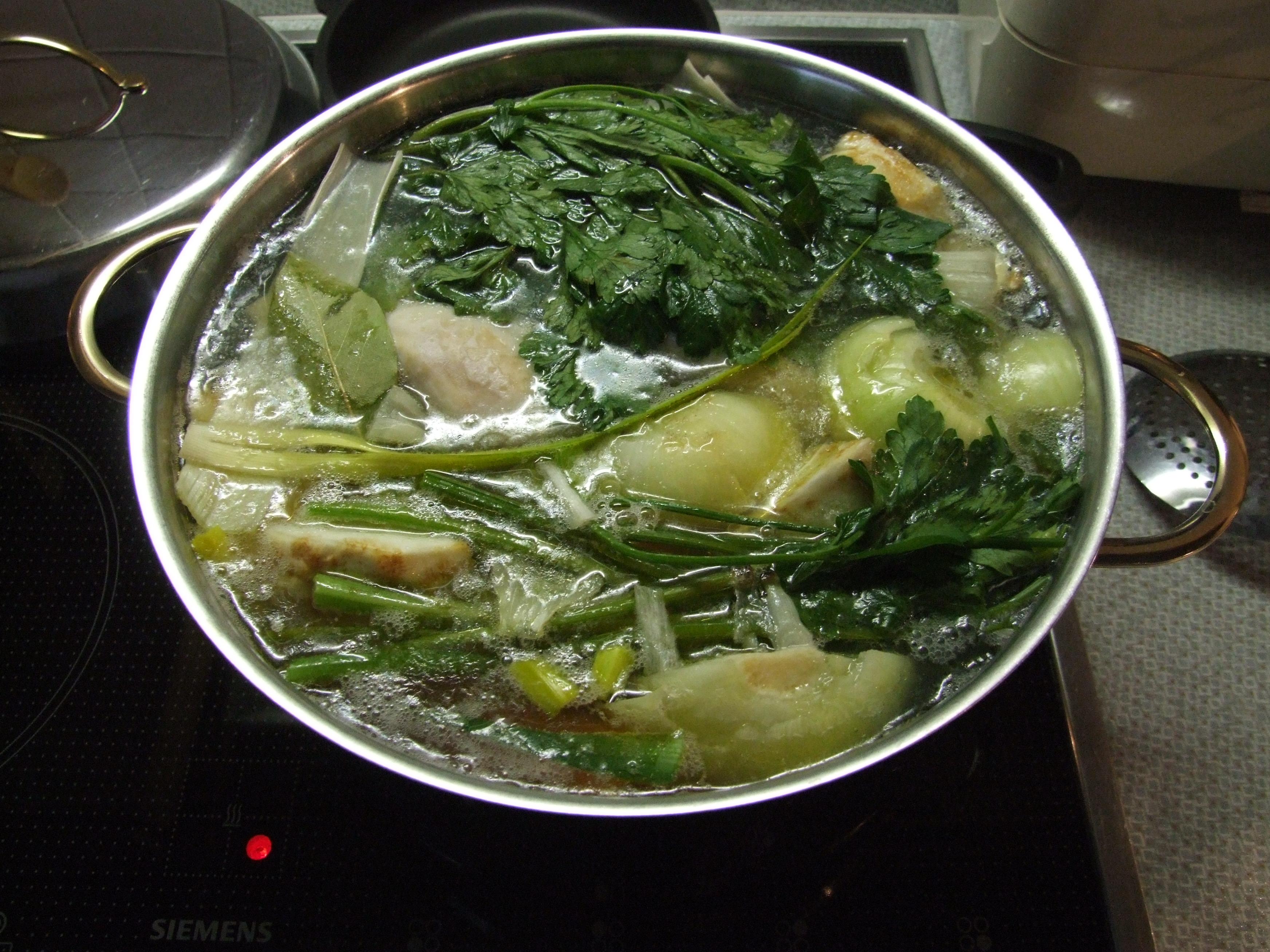 File:Chicken soup 3,.JPG - Wikimedia Commons