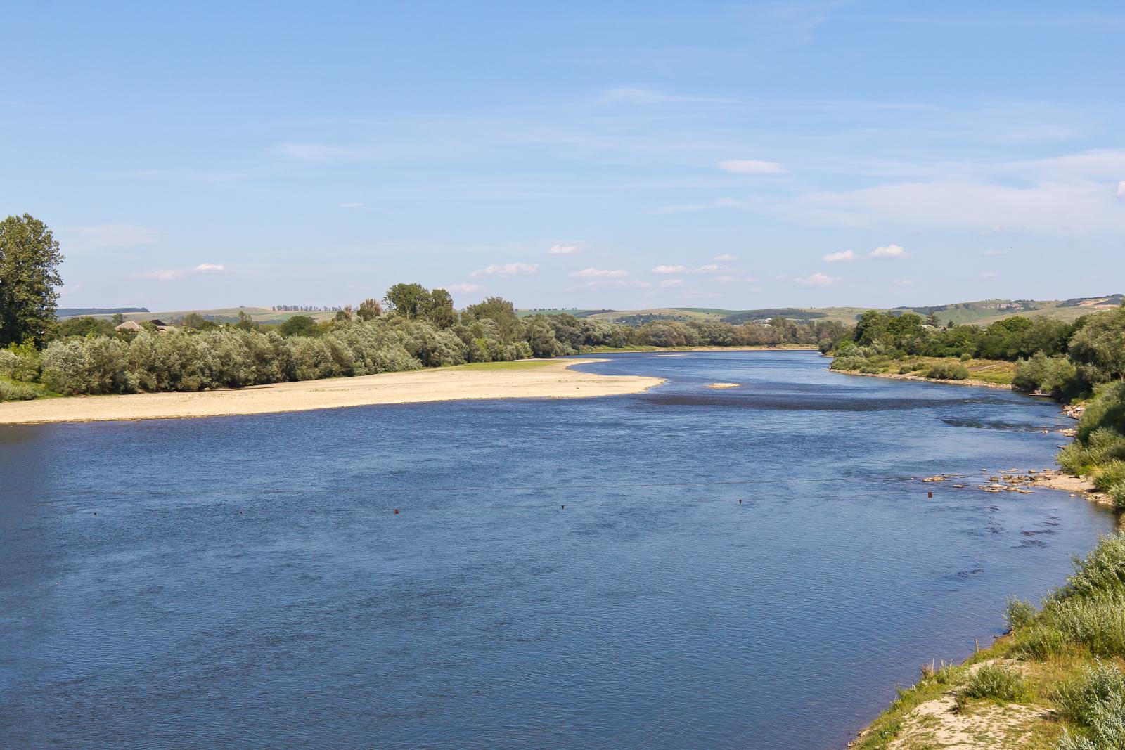File:Dniester River in Halych, Ukraine-6104.jpg ...