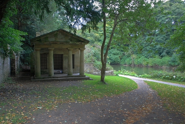 Folly on the North Bank of the Wear - geograph.org.uk - 987465