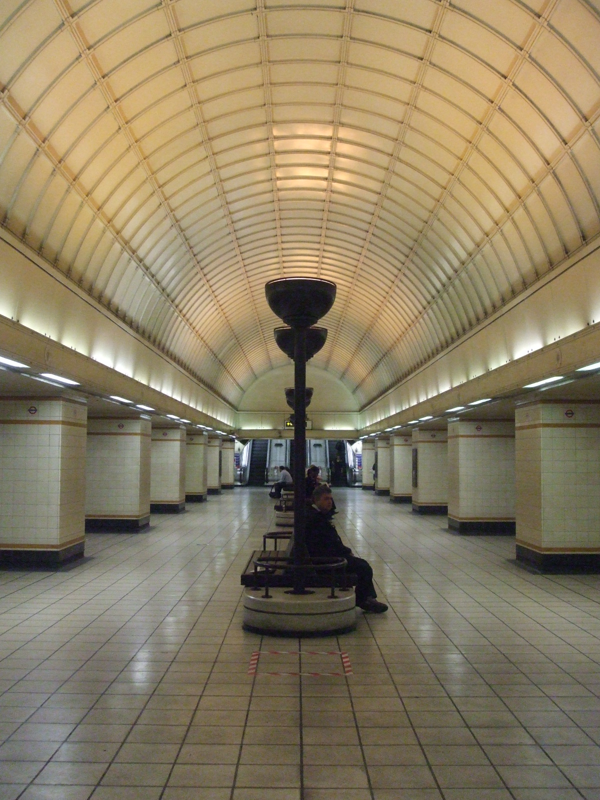 Gants Hill tube station - Wikipedia