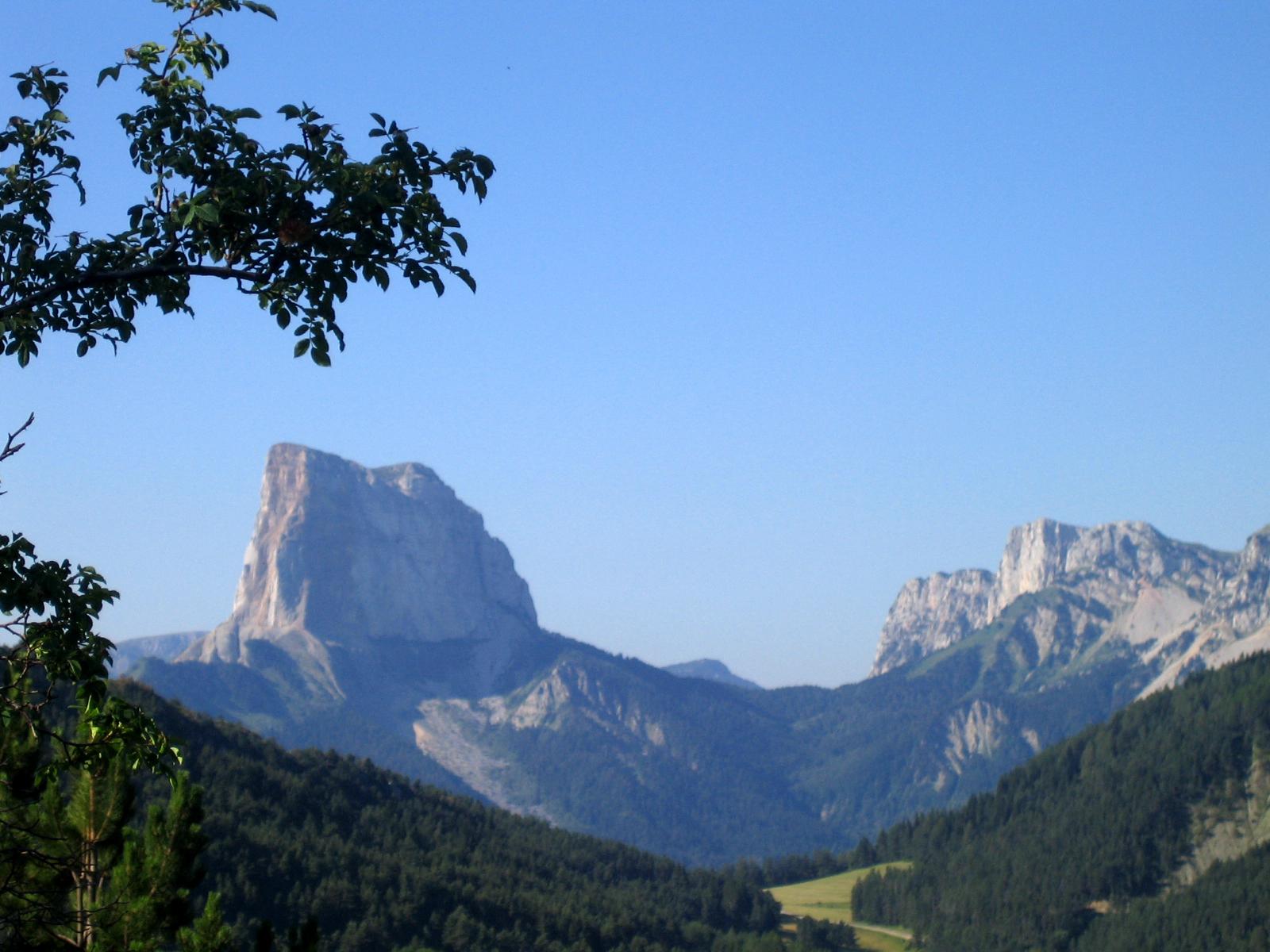 File gresse en vercors mont aiguille vue depuis environs - Office du tourisme gresse en vercors ...