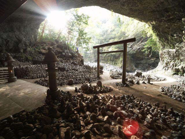 Gyoubogaiwaya-cave-inside