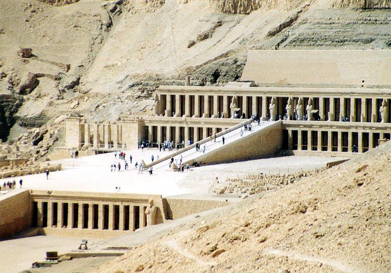Deir el-Bahari (commons.wikimedia)
