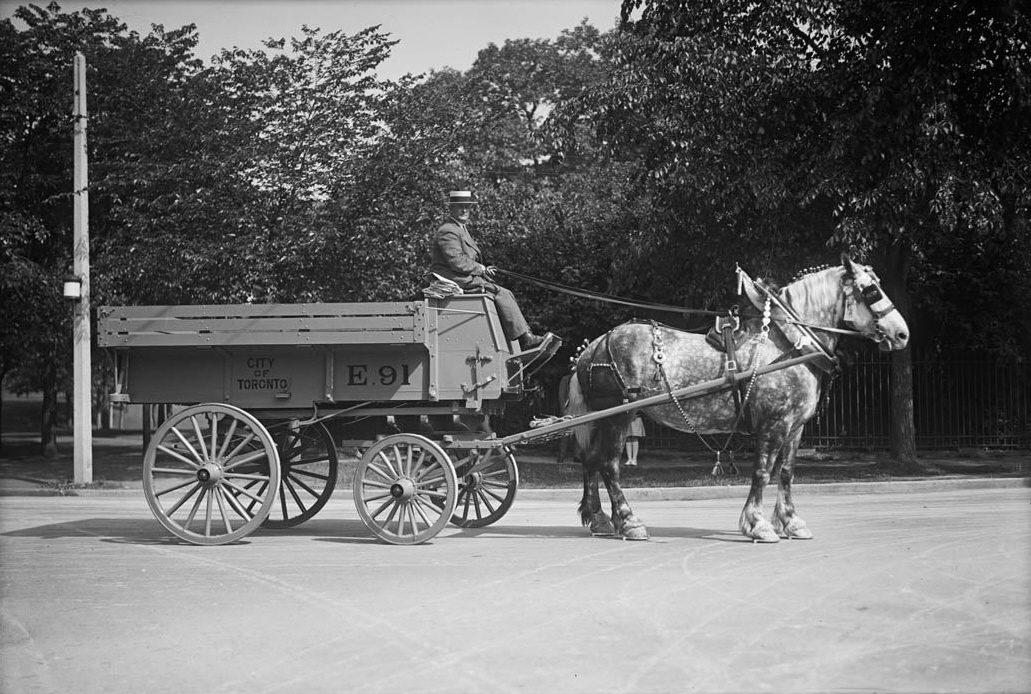 file horse drawn wagon for street cleaning jpg wikimedia commons