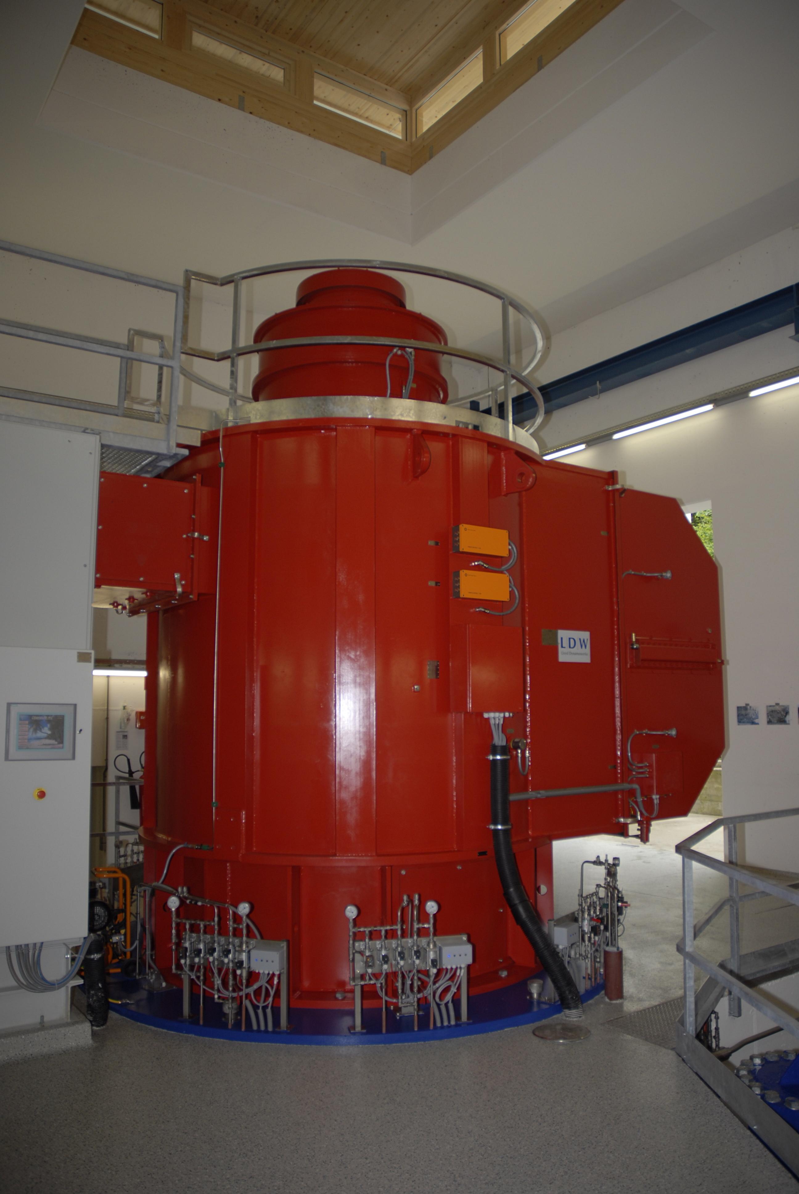 File Hydroelectric generator Vomper Loch power plant JPG