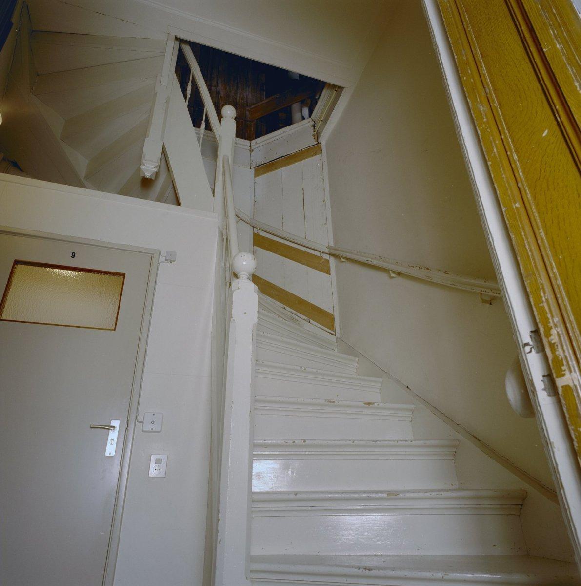File interieur achterhuis houten trap naar zolder enkhuizen 20336845 wikimedia - Houten trap interieur ...