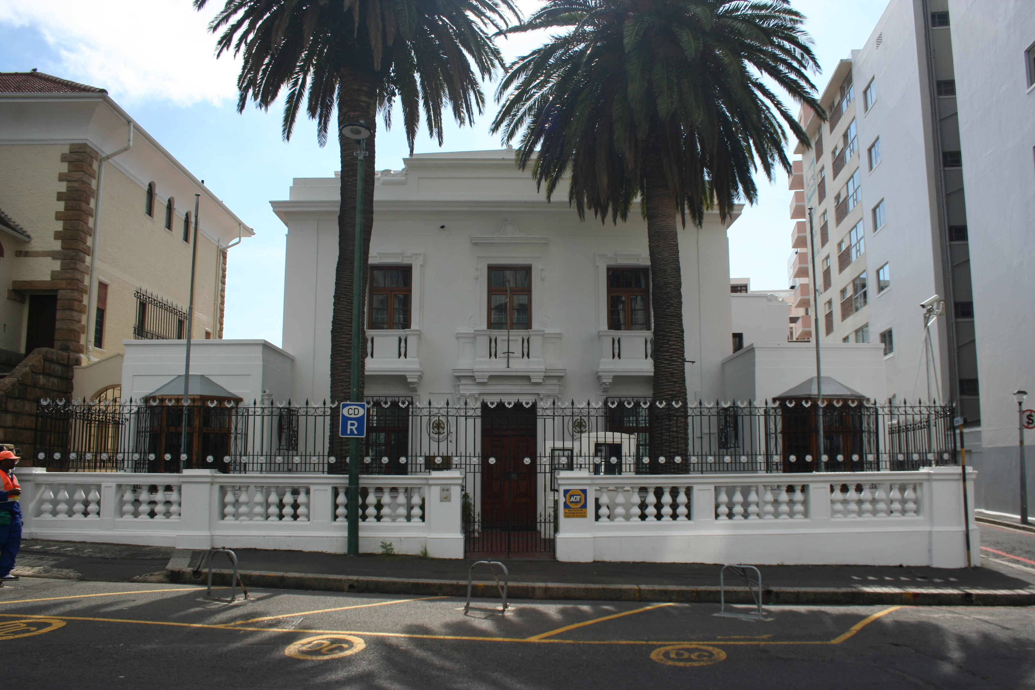 File italian consulate building in cape town jpg for Who is a consular