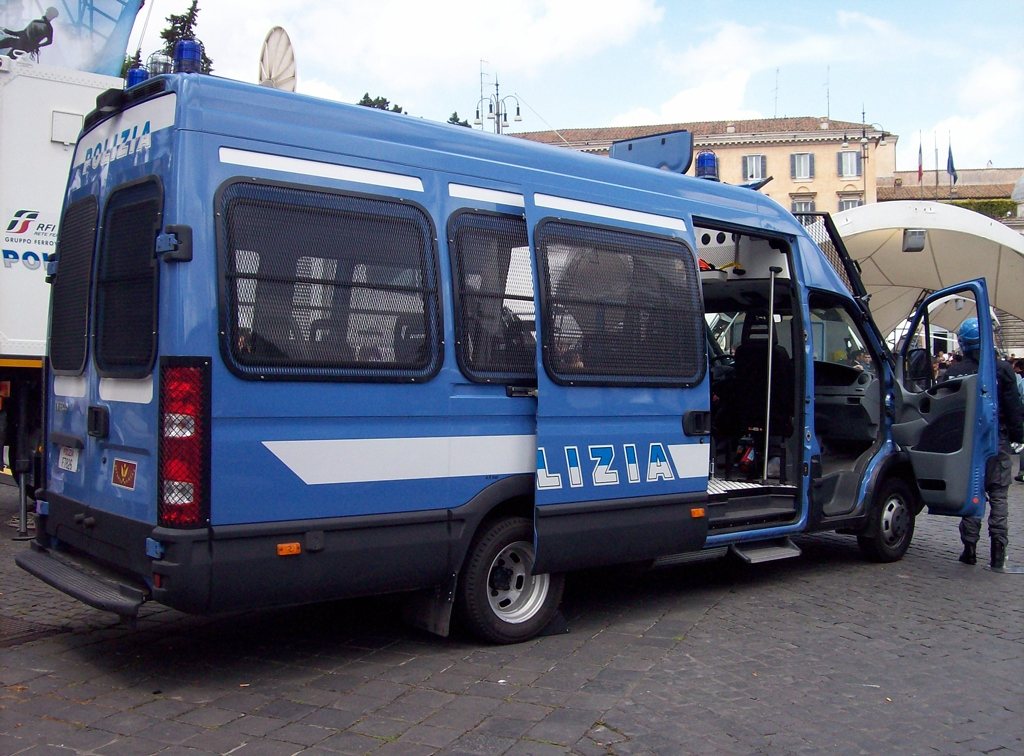 File:Iveco Daily IV Serie RMPS 2.jpg - Wikipedia