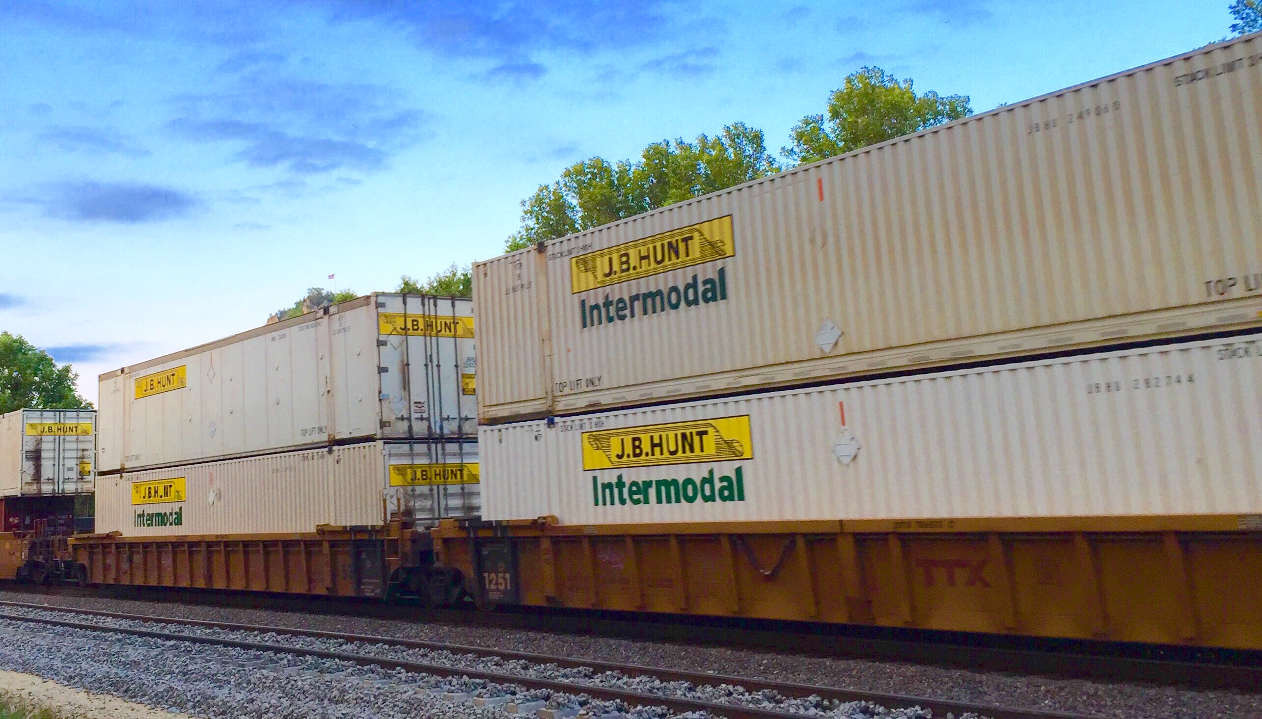 File:J.B. Hunt intermodal.jpeg - Wikimedia Commons