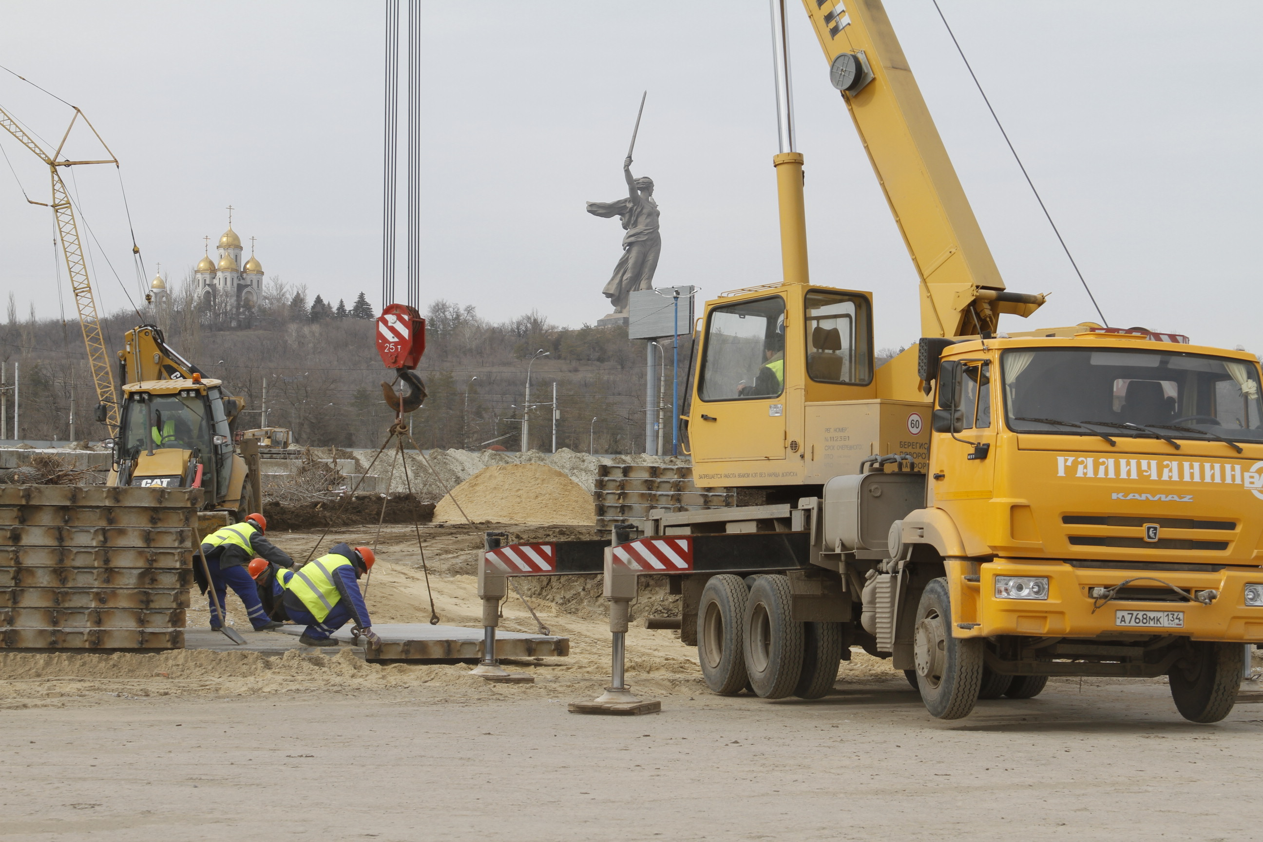 filekamaz crane truck galichanin ks557131 in