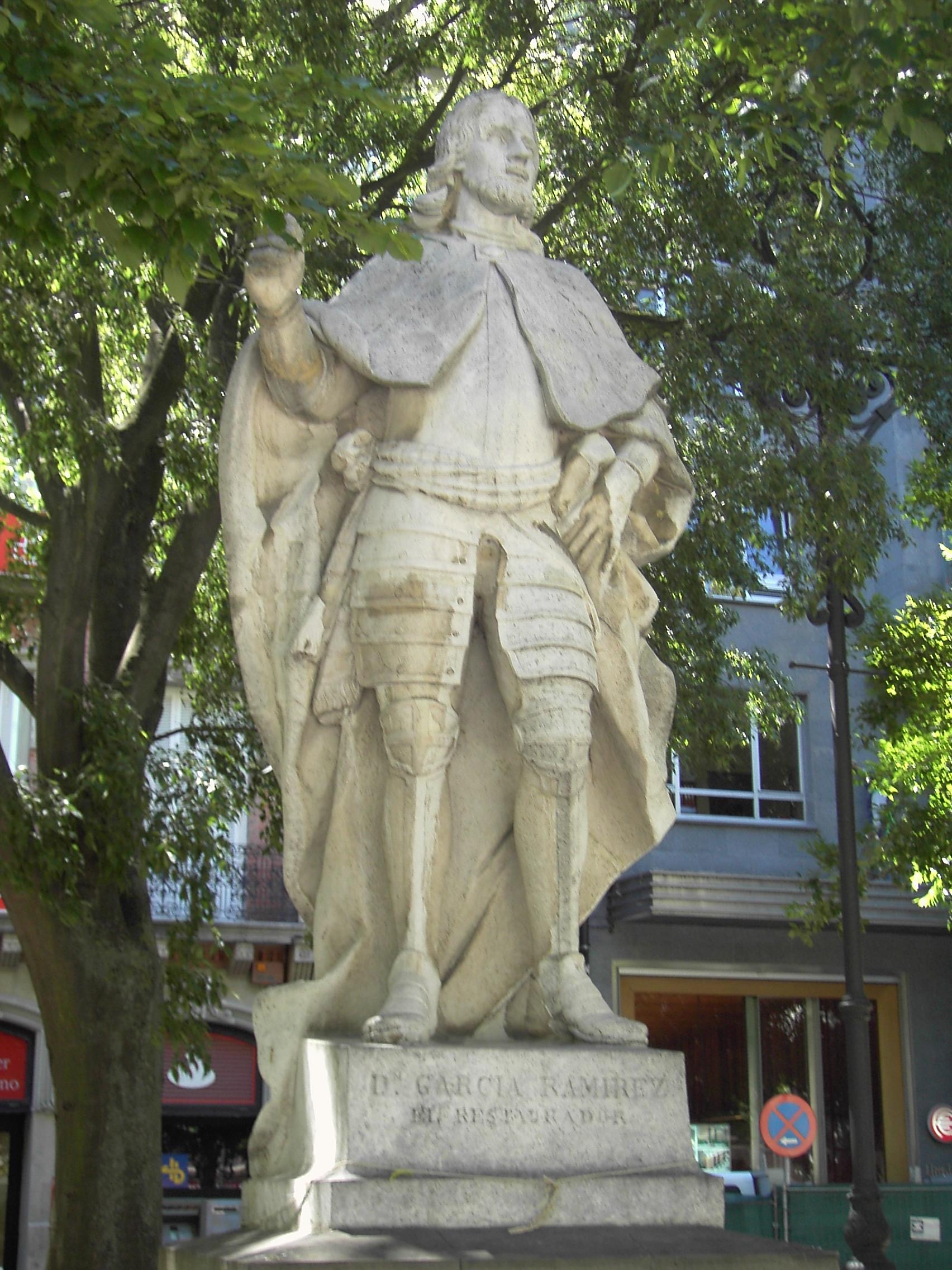 Wikipedia--Estatua de García Ramírez en Pamplona (1750-53).