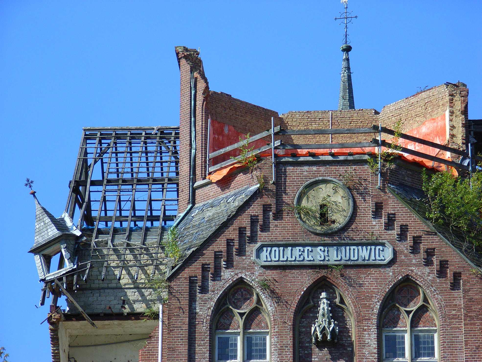 Ook al werd de illegale sloop van College Sankt Ludwig stilgelegd, uiteindelijk verdween het complex toch van de kaart. Herkomst Wikimedia Commons, bodoklecksel (2007).