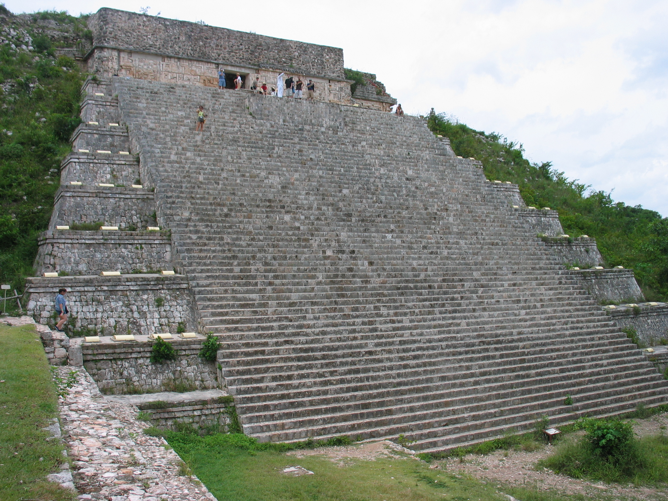 the mysteries of the ancient world in the case of egyptian and mexican pyramids Mysteries of the ancient world for many centuries people have been fascinated by ancient cultures and treasures during the last two centuries the science of archeology and modern inventions allowed people to get inside of the egyptian and mayan pyramids and discover the treasures of egyptian pharaohs and mayan rulers.