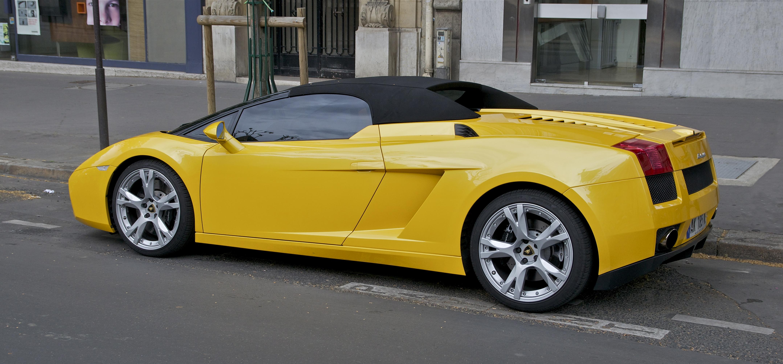 File Lamborghini Jaune Paris Jpg Wikimedia Commons
