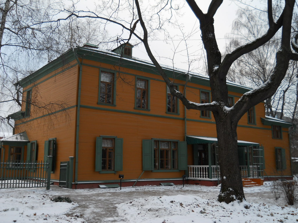 file leo tolstoy s museum in moscow winter view jpg wikimedia commons