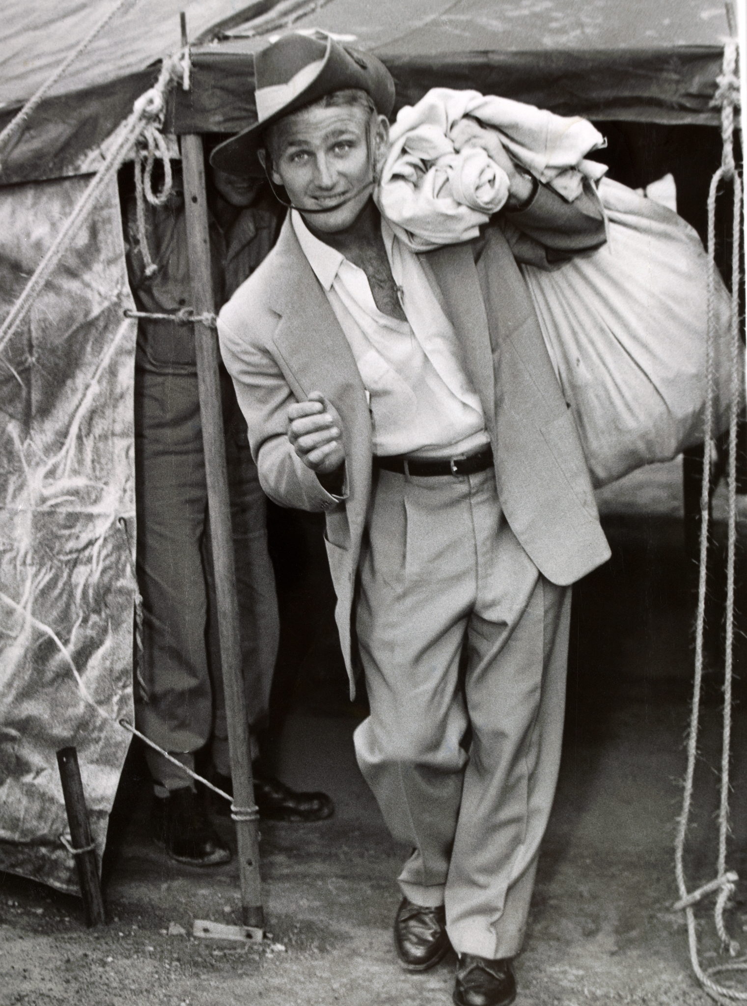 File Lew Hoad Army 1954 Wikimedia mons