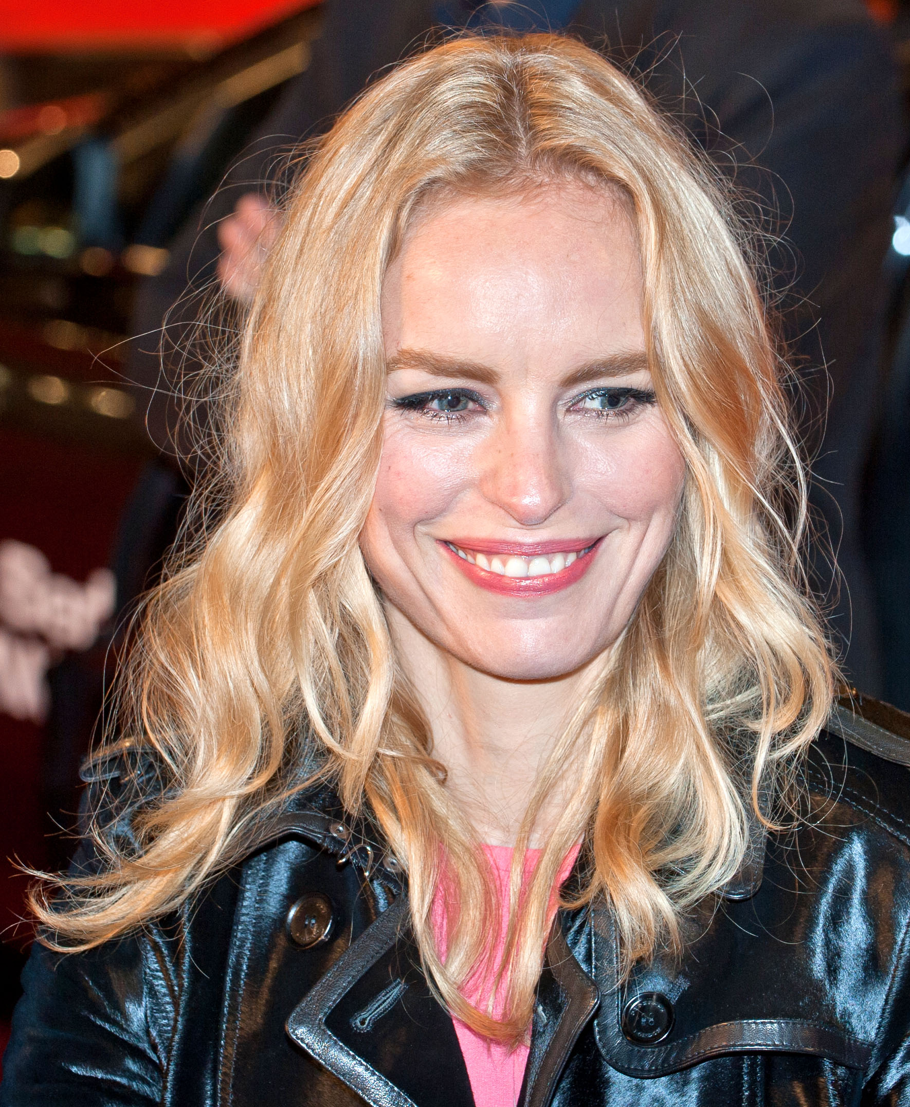 The 43-year old daughter of father Willi and mother Heidemarie Nina Hoss in 2018 photo. Nina Hoss earned a  million dollar salary - leaving the net worth at 2 million in 2018