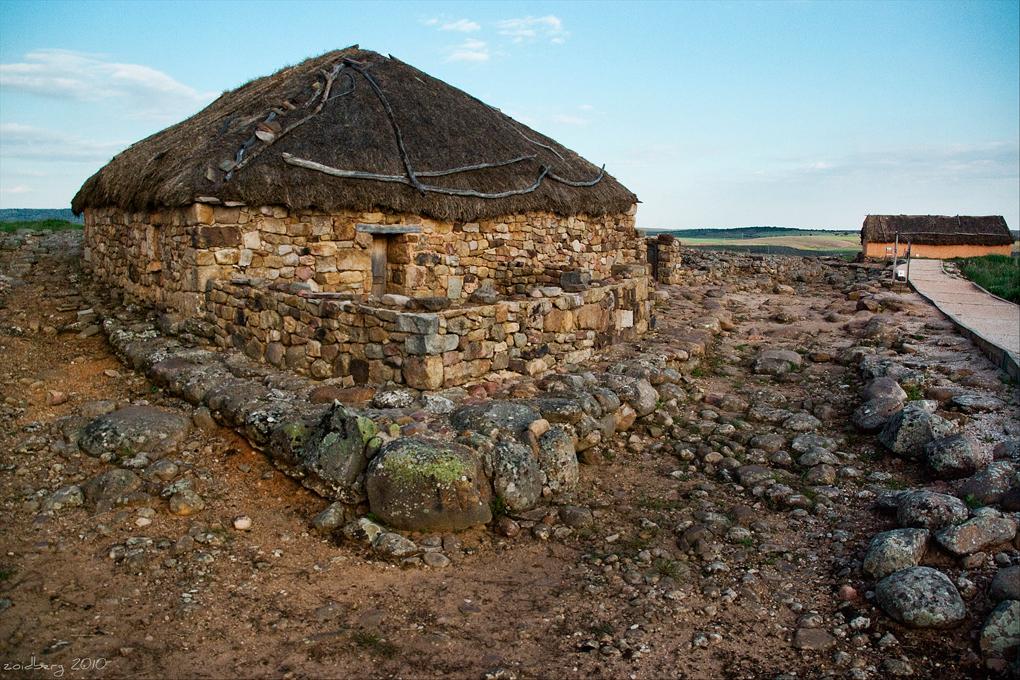 Reconstrucción de una casa celtíbera de Numancia.