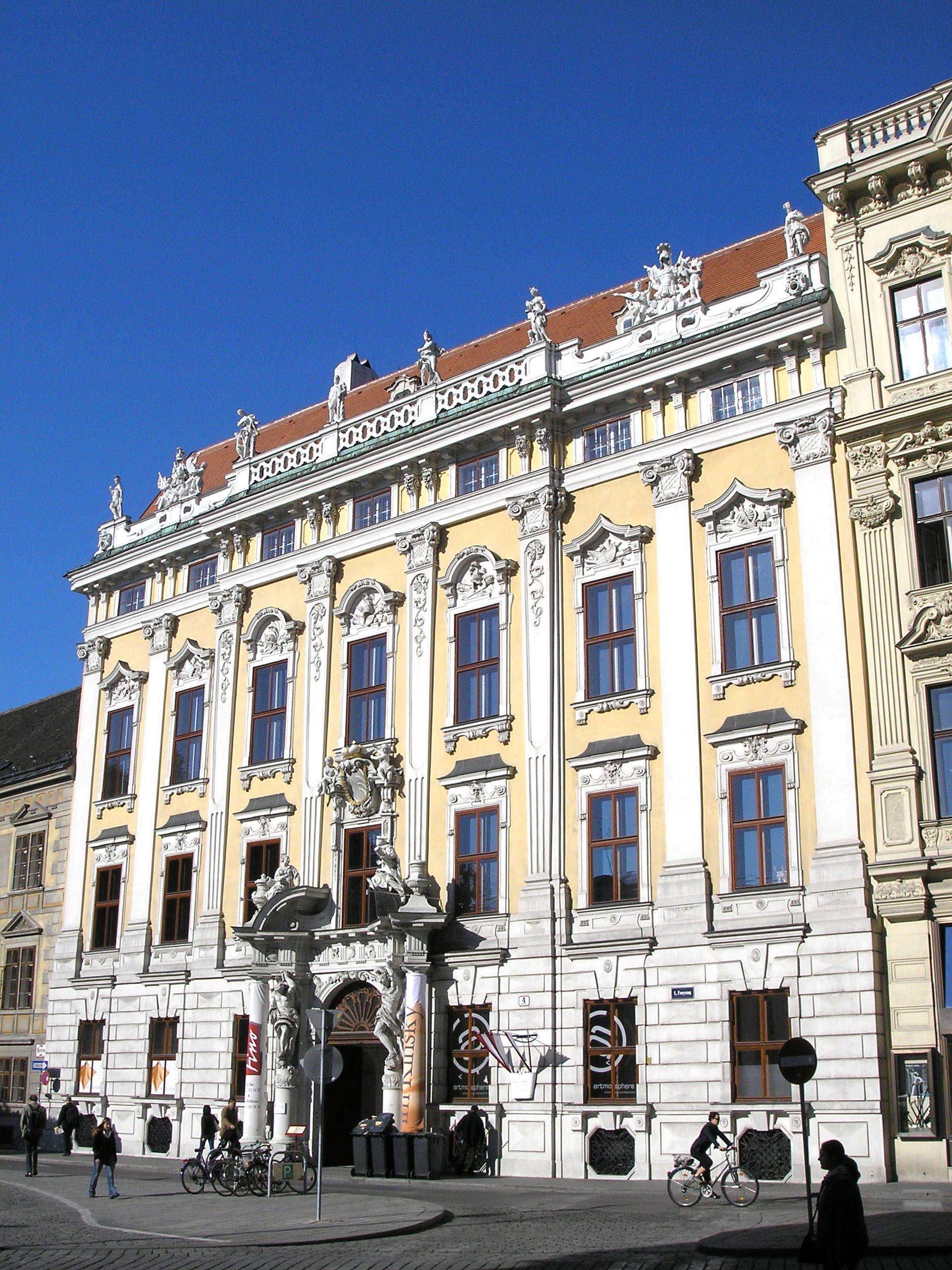 Palais Kinsky Vienna June 2006 105.jpg