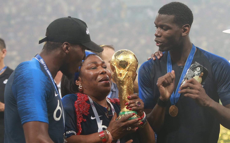 Fichier:Paul Pogba World Cup Trophy.jpg — Wikipédia