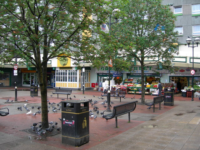 English: Pigeons on the Pavement, Green St Thi...