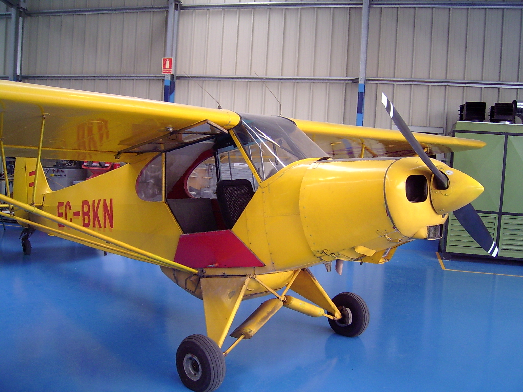 File:Piper PA-18 a Sabadell.jpg - Wikimedia Commons