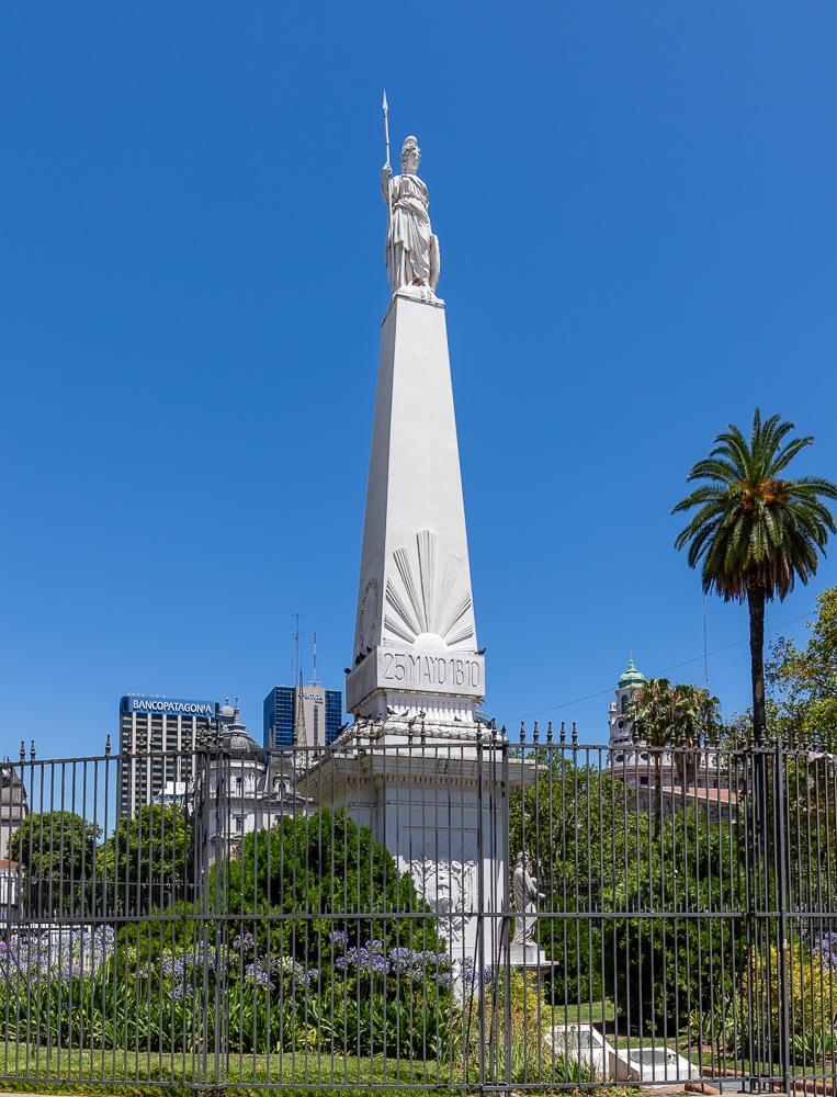 File:Pirámide de Mayo.jpg