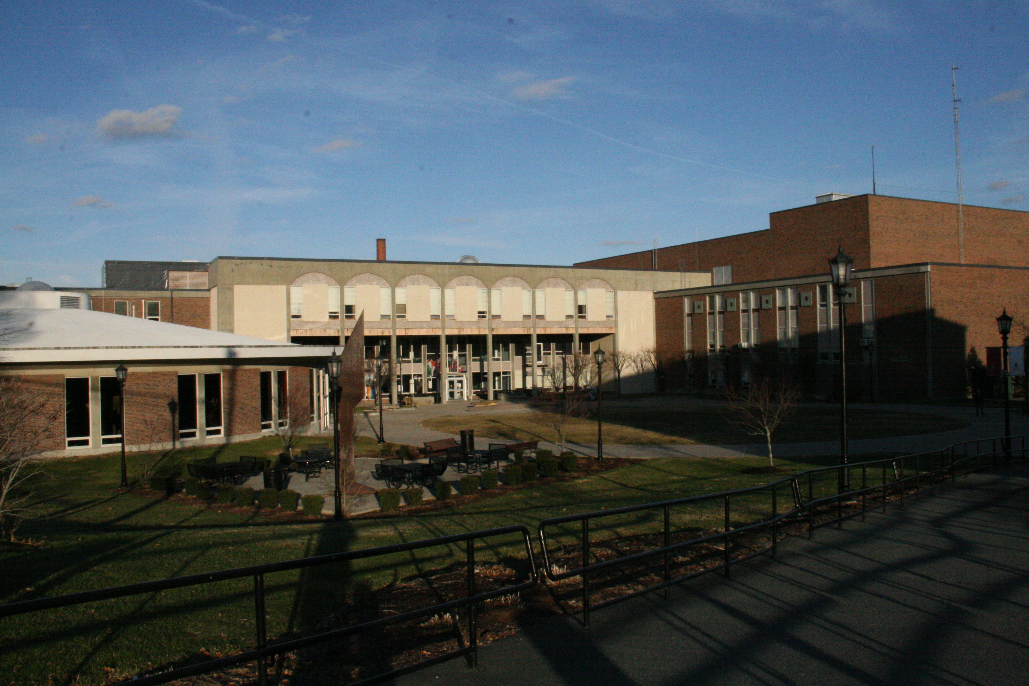 File:Rondileau Campus Center (RCC) Back.JPG - Wikimedia Commons
