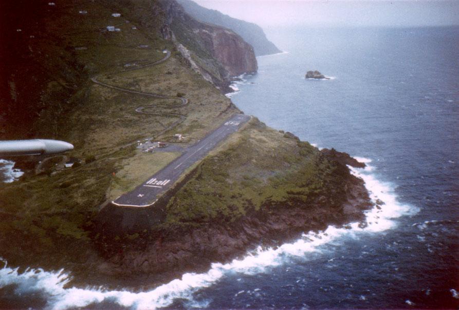 Nebezpečné letiská - Saba, Juancho Yrausqo