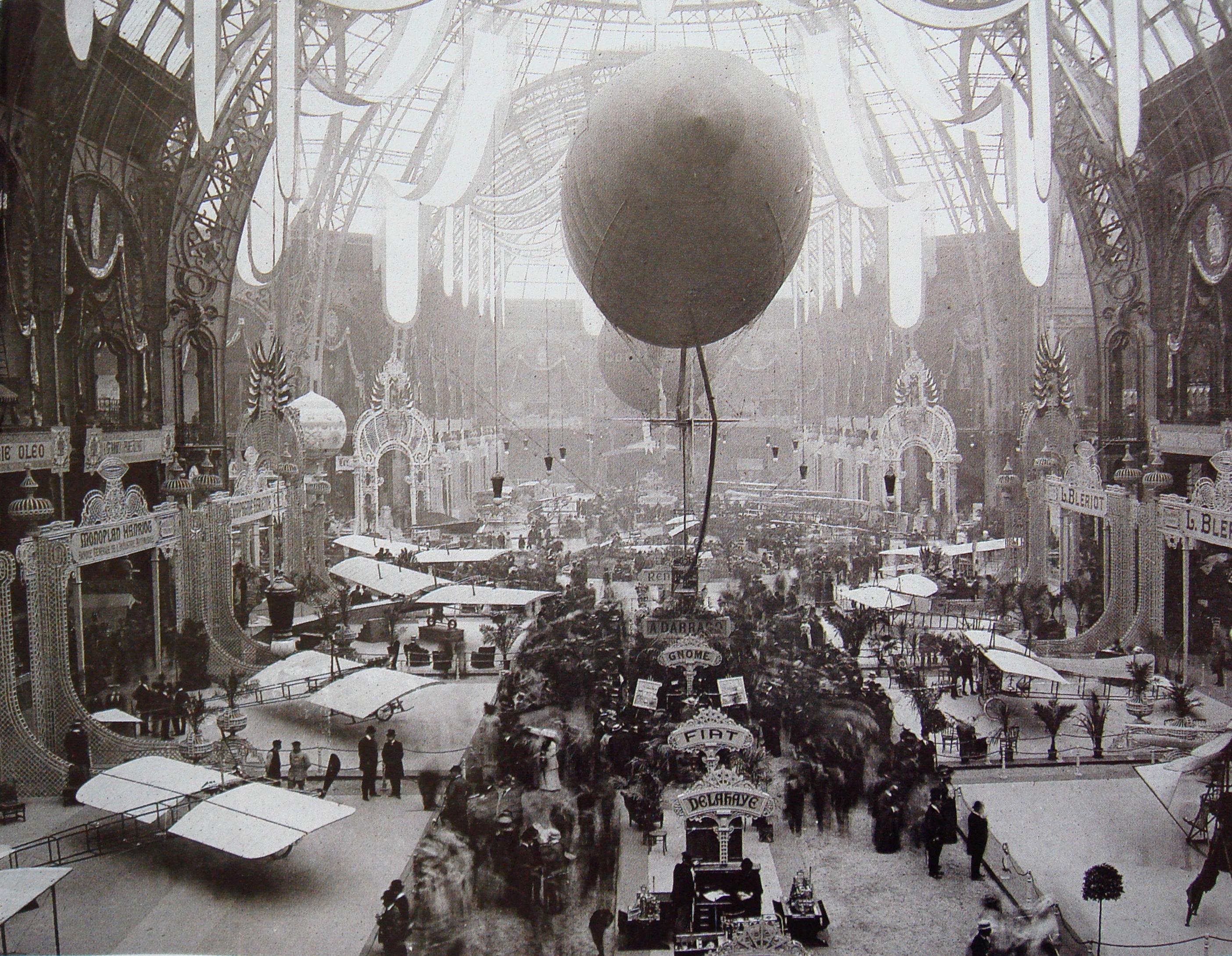 Salon de locomotion aerienne 1909 Grand Palais Paris.jpg