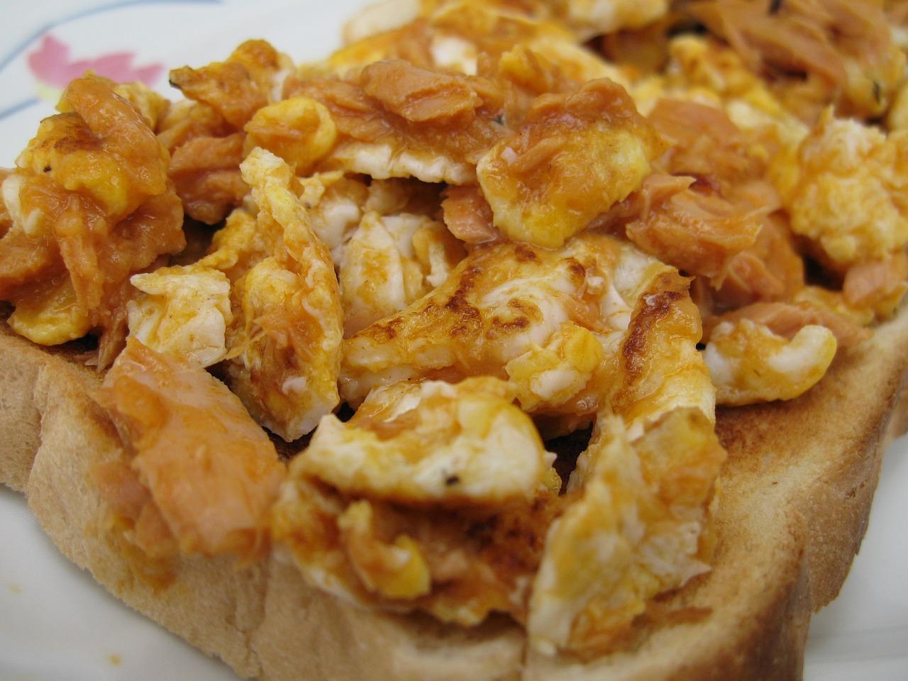 File:Scrambled-Eggs-And-Tuna-On-Toast-2007.jpg - Wikimedia Commons
