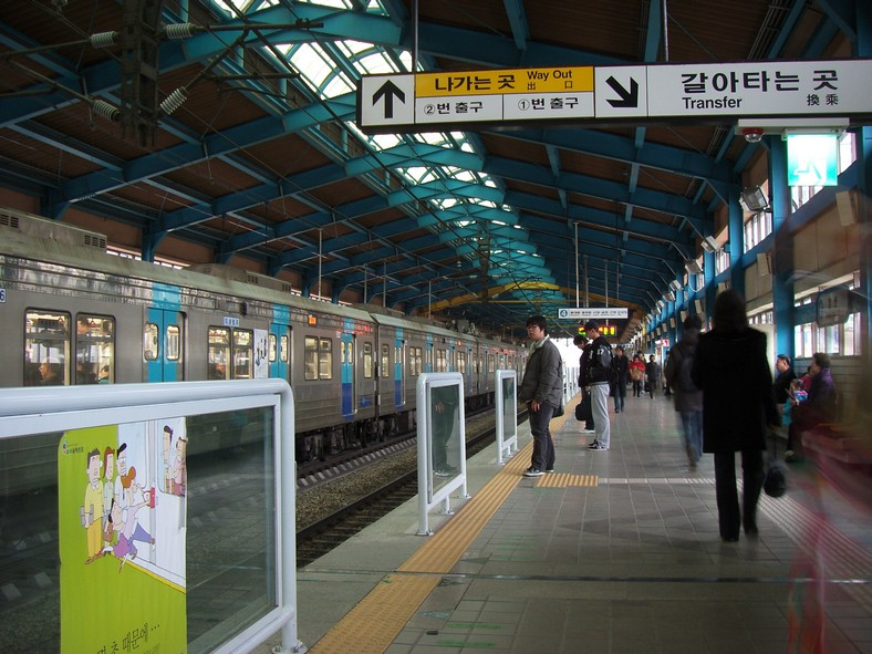 Seoul subway line4 Chang-dong station platform